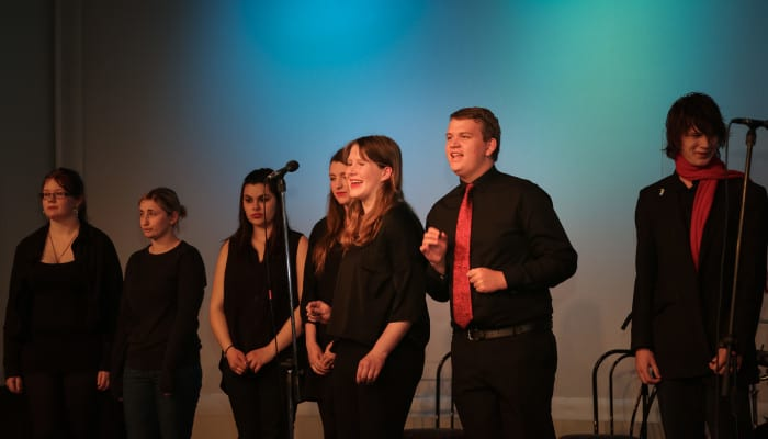 Cabaret Choir perfoming